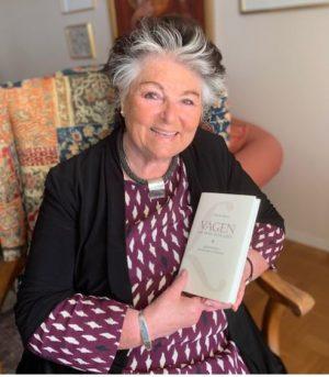 Marika Ronty med sin bok